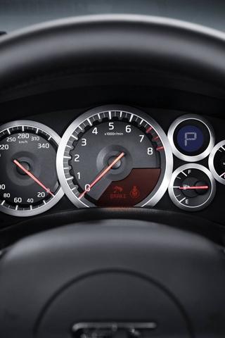 Приборная панель автомобиля 320x480 80KB Автомобили