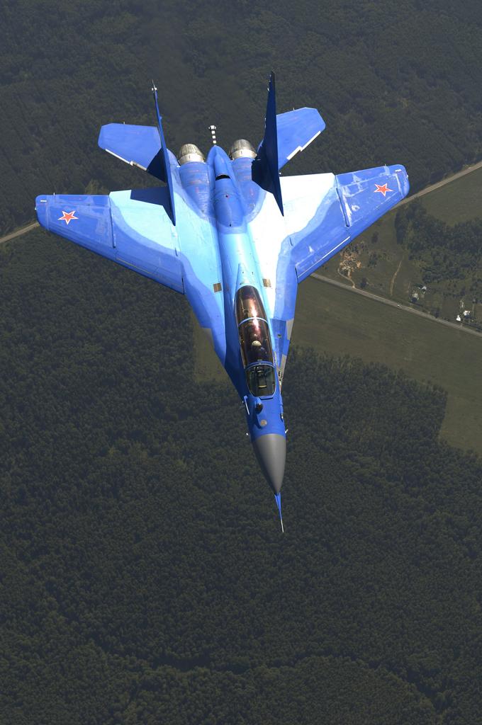 Обои и картинки 680x1024 578KB Военные самолёты