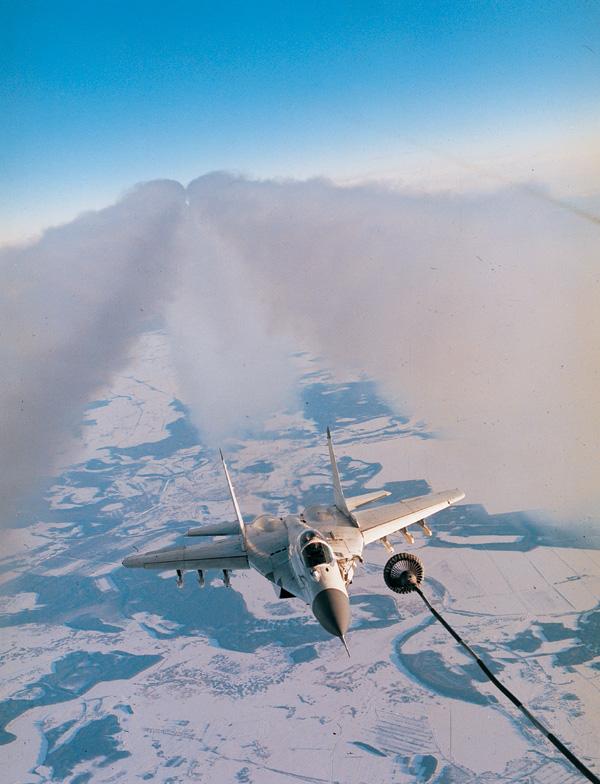 Обои и картинки 600x784 175KB Военные самолёты